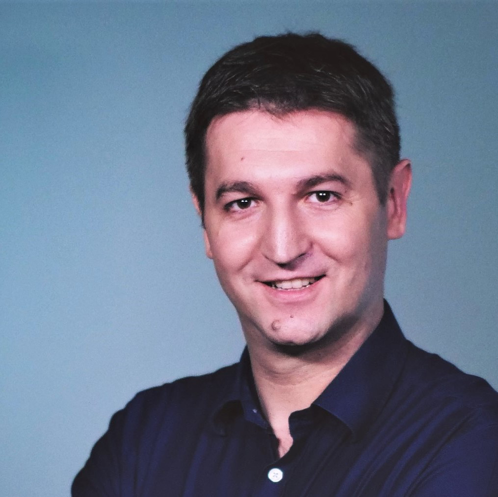 Łukasz Kosuniak prowadzący szkolenie